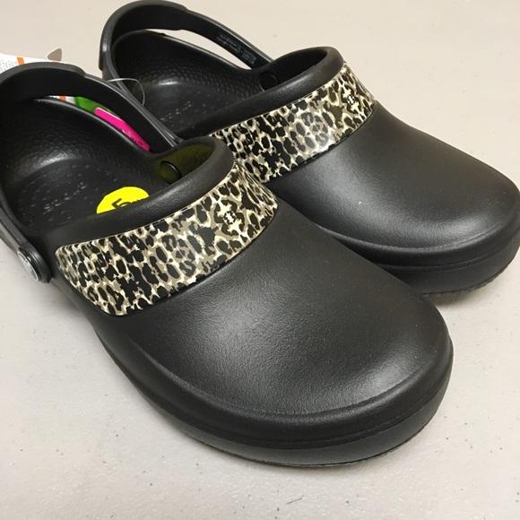 CROCS Shoes   Womens 5 Clearance